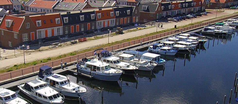 Bekijk de prachtige haven. Laat je verwonderen door mooie boten en de gemoedelijke sfeer.